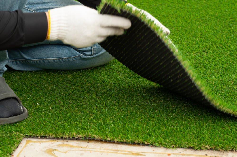 como colocar grama sintética